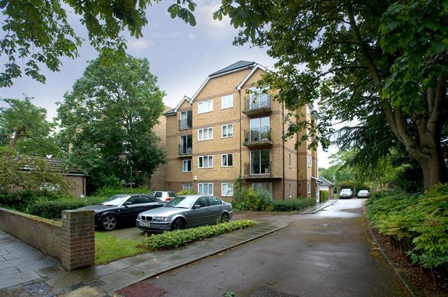 £1,630 per Calendar Month, 2 Bedroom Flat To Rent in Richmond, TW9