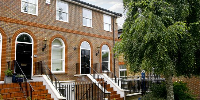 £3,500 per Calendar Month, 3 Bedroom Flat To Rent in Richmond, TW10