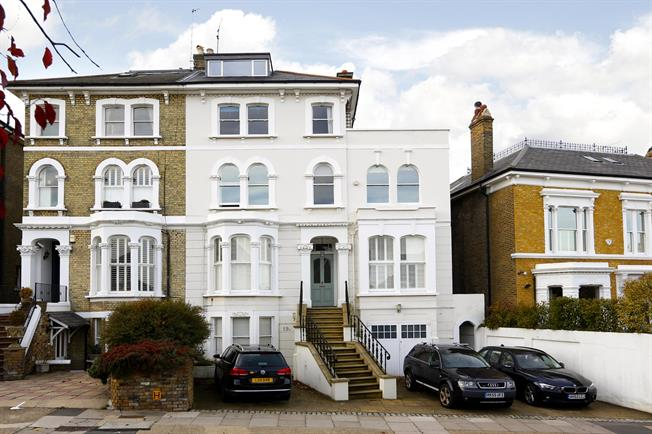 £1,750 per Calendar Month, 2 Bedroom Apartment To Rent in Richmond, TW10