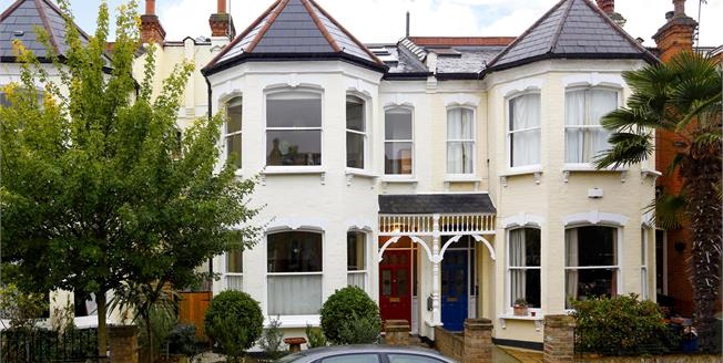 £3,995 per Calendar Month, 4 Bedroom House To Rent in Twickenham, TW1