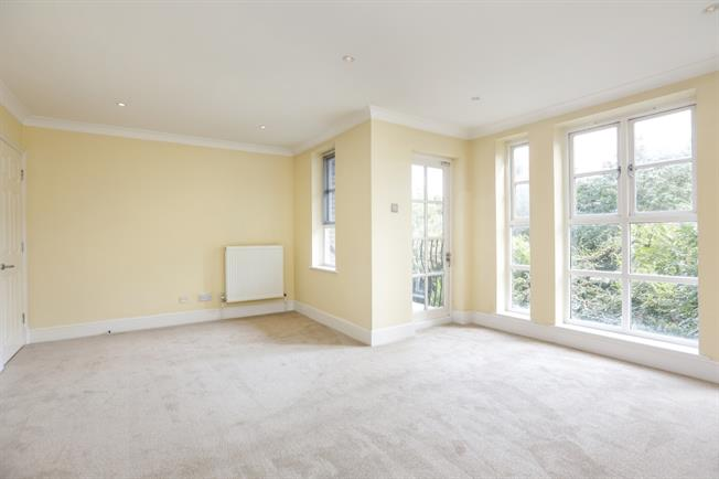 £1,800 per Calendar Month, 2 Bedroom Flat To Rent in Richmond, TW10