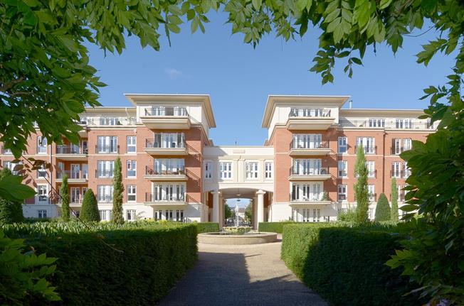 £3,500 per Calendar Month, 3 Bedroom Apartment To Rent in Twickenham, TW1