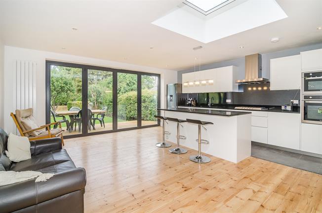 £2,950 per Calendar Month, 4 Bedroom Semi Detached House To Rent in Twickenham, TW1