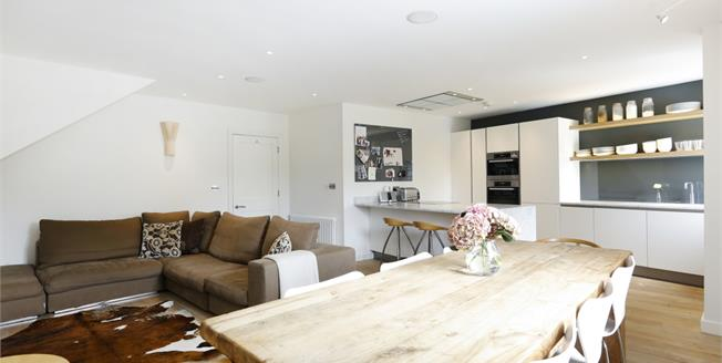 £4,500 per Calendar Month, 4 Bedroom Apartment To Rent in Richmond, TW10