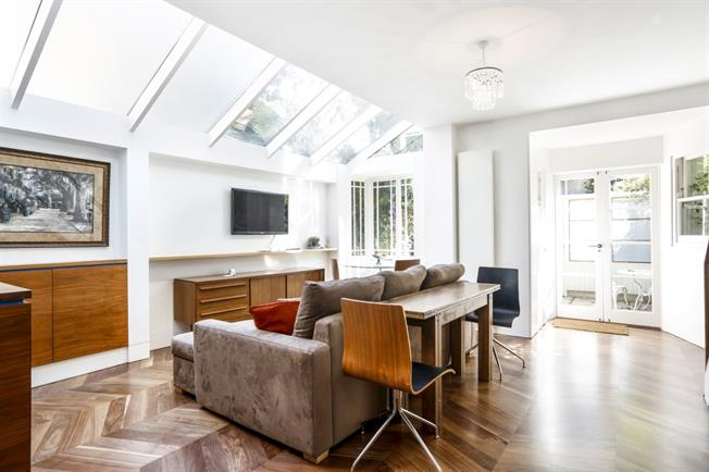 £4,333  per Calendar Month (Calculated), 2 Bedroom House To Rent in Richmond, TW9
