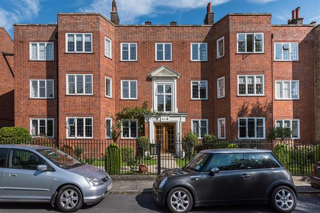 £3,150 per Calendar Month, 3 Bedroom Apartment To Rent in Richmond, TW9