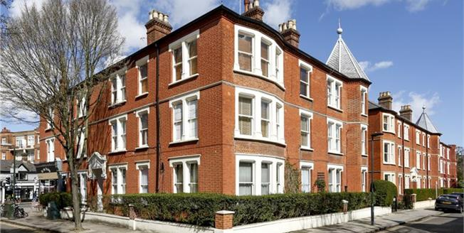 £3,495 per Calendar Month, 4 Bedroom House To Rent in Twickenham, TW1