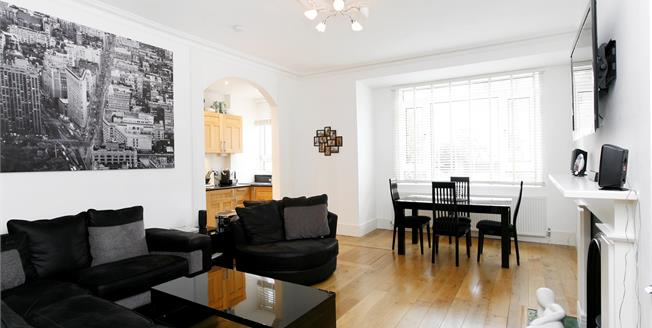 £3,500 per Calendar Month, 3 Bedroom Apartment To Rent in Richmond, TW10