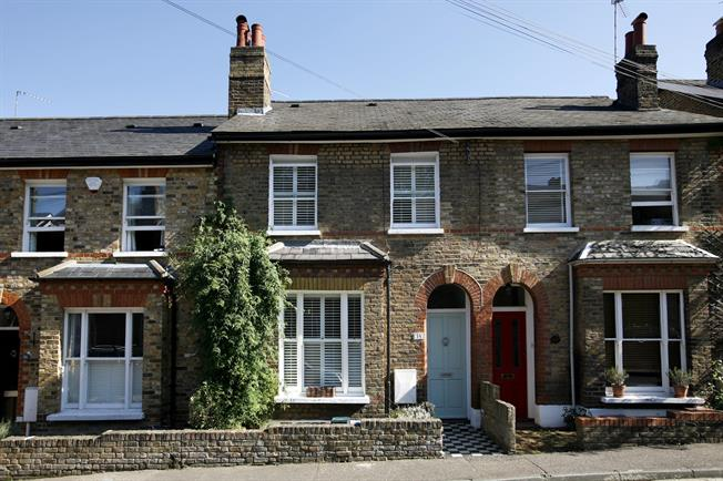 £2,750 per Calendar Month, 3 Bedroom Terraced House To Rent in Richmond, TW10