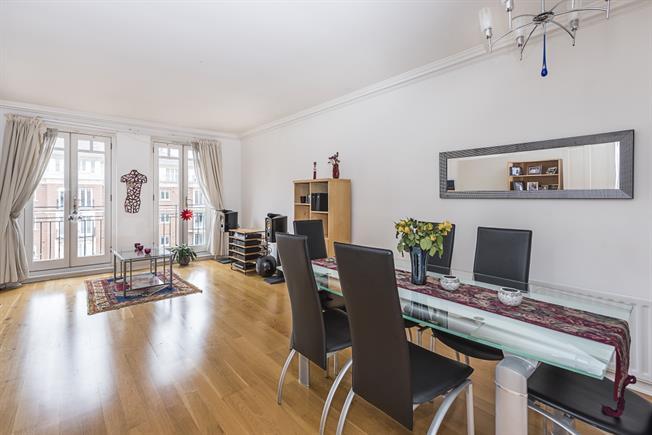 £2,750 per Calendar Month, 2 Bedroom Flat To Rent in East Twickenham, Middlese, TW1