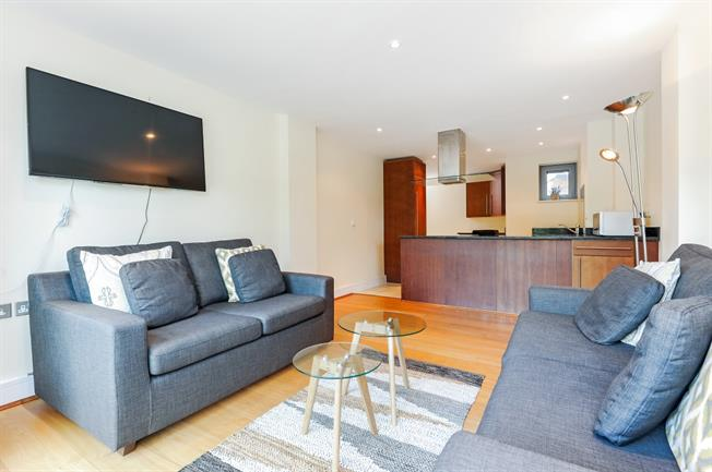 £3,000 per Calendar Month, 2 Bedroom Flat To Rent in Isleworth, TW7