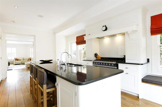 £6,750 per Calendar Month, 4 Bedroom Detached House To Rent in Richmond, TW10