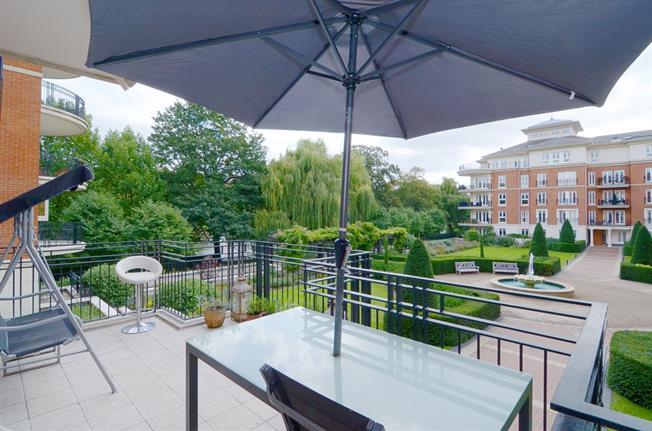 £3,250 per Calendar Month, 2 Bedroom Apartment To Rent in Twickenham, TW1