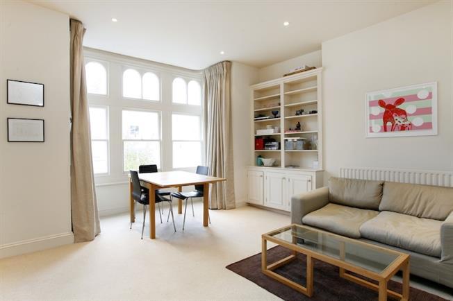 £1,950 per Calendar Month, 2 Bedroom Flat To Rent in Richmond, TW10