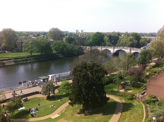 £1,850 per Calendar Month, 1 Bedroom Apartment To Rent in Richmond, TW10