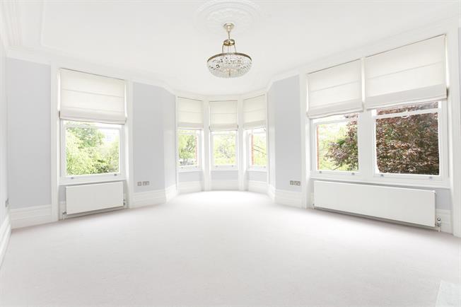£5,250 per Calendar Month, 4 Bedroom Flat To Rent in Twickenham, TW1
