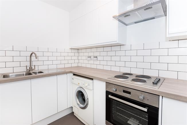 £975 per Calendar Month, Apartment To Rent in Twickenham, TW1