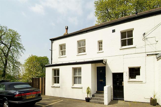 £1,800 per Calendar Month, 2 Bedroom Maisonette To Rent in Twickenham, TW1