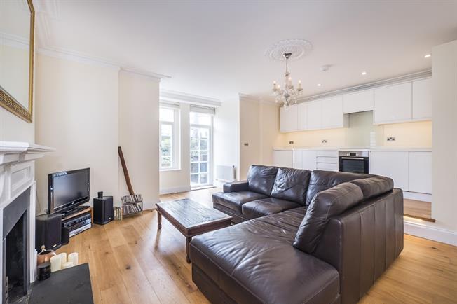 £2,000 per Calendar Month, 3 Bedroom Flat To Rent in Twickenham, TW1