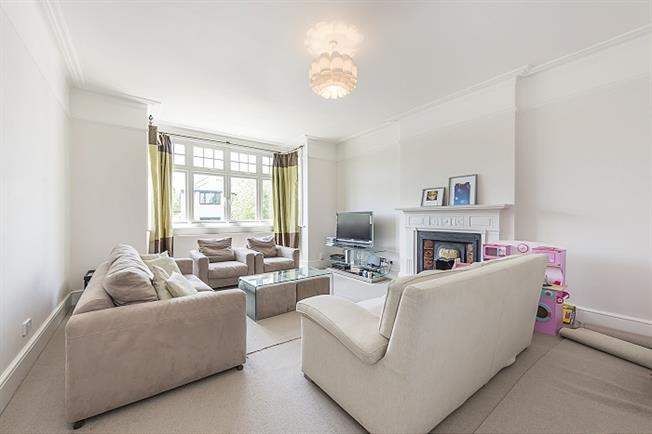 £2,500 per Calendar Month, 2 Bedroom Flat To Rent in Richmond, TW10