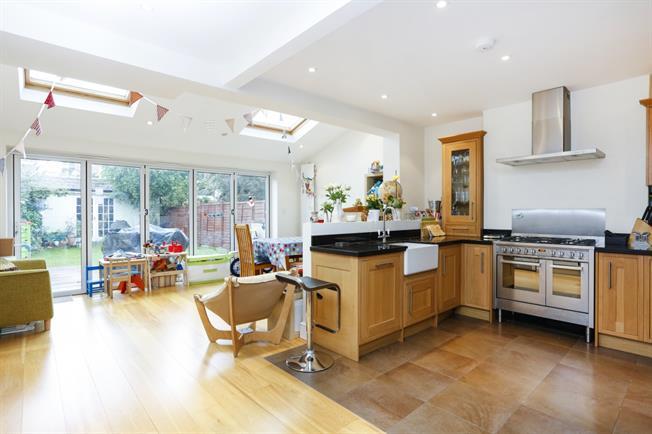 £4,250 per Calendar Month, 4 Bedroom House To Rent in Twickenham, TW1