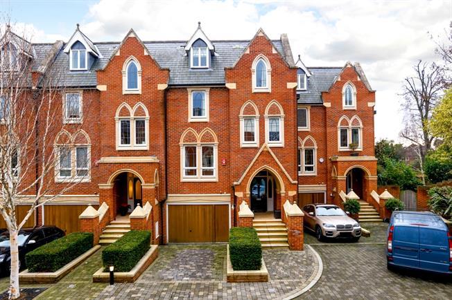 £6,250 per Calendar Month, 6 Bedroom House To Rent in Twickenham, TW1