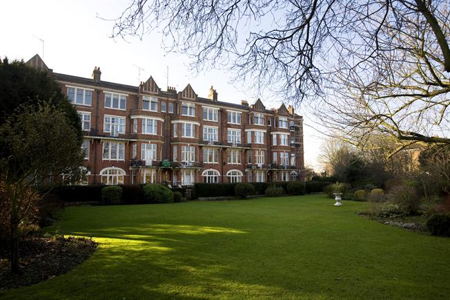 £2,300 per Calendar Month, 2 Bedroom Flat To Rent in Twickenham, TW1