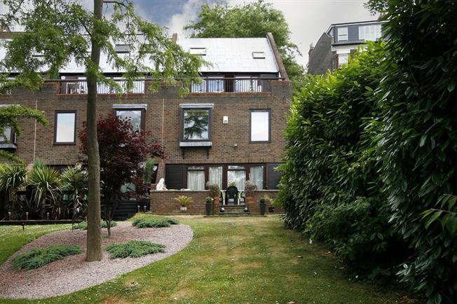 £4,500 per Calendar Month, 4 Bedroom Town House To Rent in Richmond, TW10