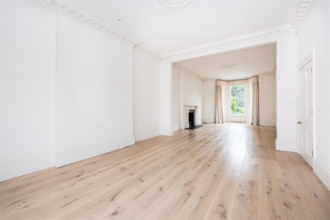 £9,500 per Calendar Month, 6 Bedroom Semi Detached House To Rent in Richmond, TW10
