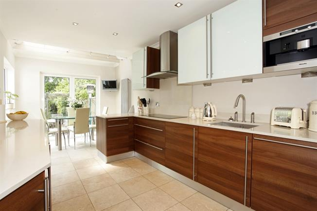 £2,500 per Calendar Month, 4 Bedroom Detached House To Rent in Rickmansworth, Hertfordsh, WD3
