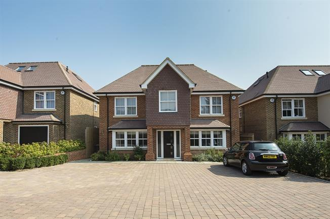 £4,000 per Calendar Month, 6 Bedroom Detached House To Rent in Watford, WD17