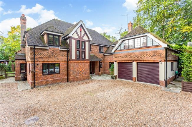 £3,500 per Calendar Month, 6 Bedroom Semi Detached House To Rent in Northwood, HA6
