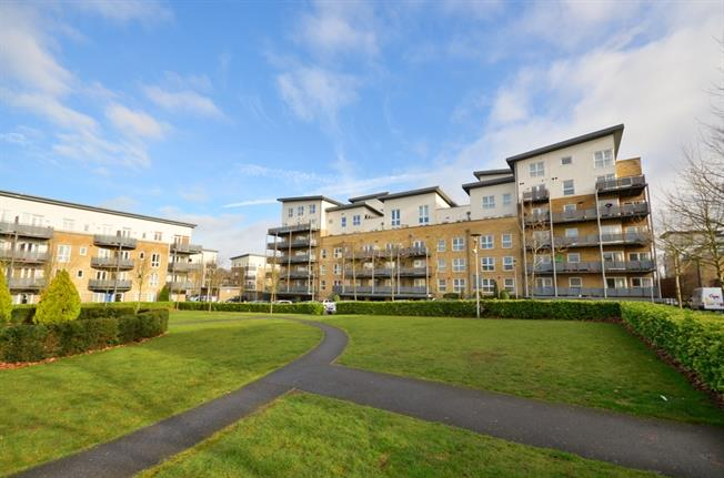 £1,300 per Calendar Month, 2 Bedroom Apartment To Rent in Watford, WD18