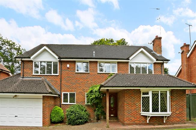 £2,400 per Calendar Month, 4 Bedroom Detached House To Rent in Rickmansworth, WD3