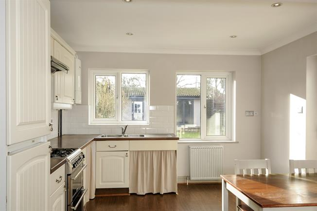 £1,500 per Calendar Month, 3 Bedroom Semi Detached House To Rent in Rickmansworth, WD3