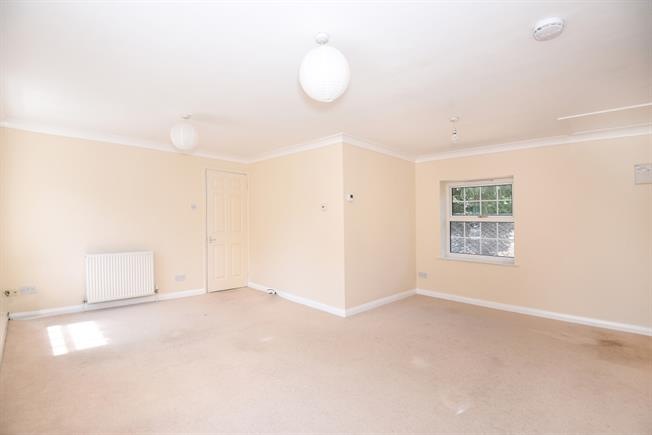 £1,200 per Calendar Month, 2 Bedroom Flat To Rent in Loudwater, WD3