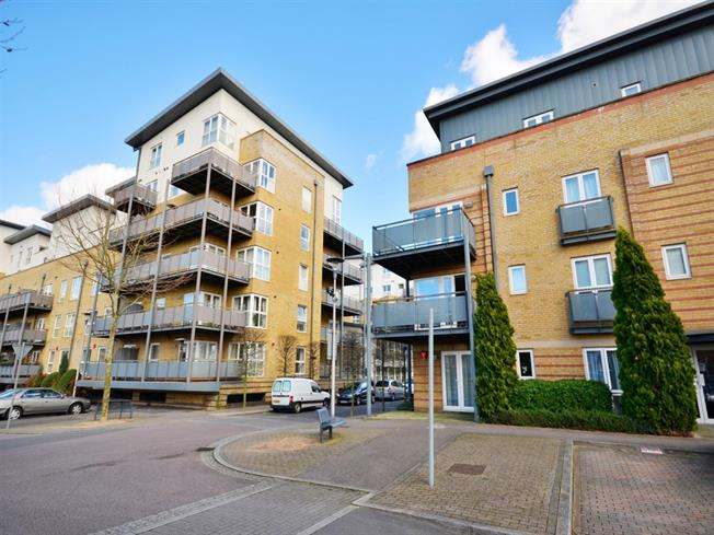£1,350 per Calendar Month, 2 Bedroom Flat To Rent in Watford, WD18