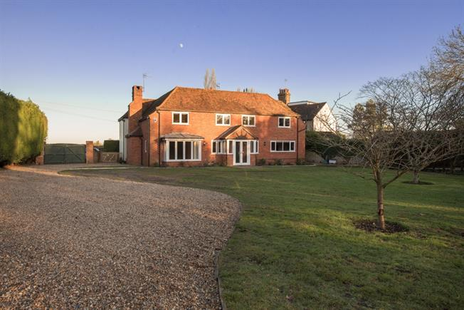 £4,000 per Calendar Month, 6 Bedroom Detached House To Rent in Kings Langley, WD4
