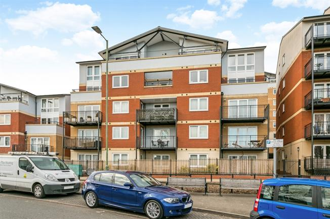 £1,275 per Calendar Month, 2 Bedroom Apartment To Rent in Rickmansworth, WD3