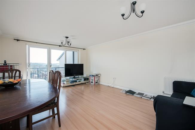 £1,250 per Calendar Month, 2 Bedroom Apartment To Rent in Rickmansworth, WD3