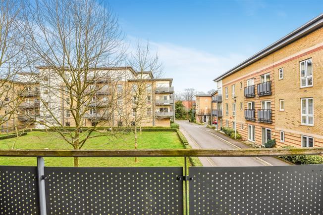 £1,350 per Calendar Month, 2 Bedroom Flat To Rent in Watford, WD18