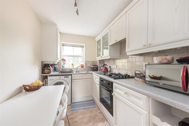 £1,000 per Calendar Month, 1 Bedroom Apartment To Rent in Rickmansworth, WD3