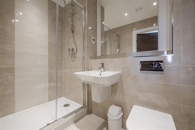 £950 per Calendar Month, Apartment To Rent in Leavesden, WD25