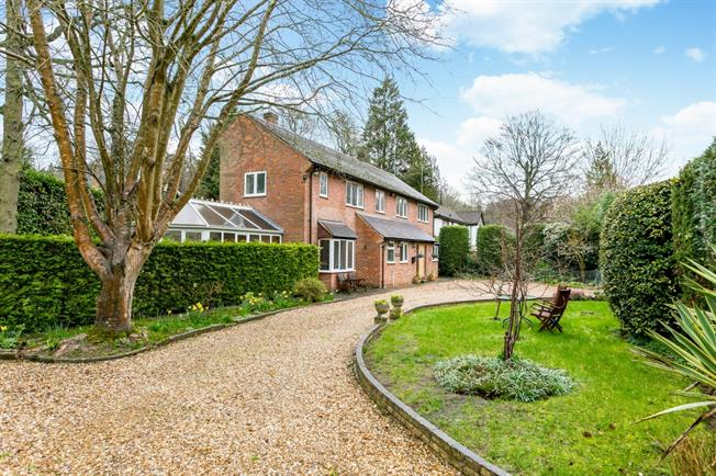 £3,500 per Calendar Month, 5 Bedroom House To Rent in Rickmansworth, WD3