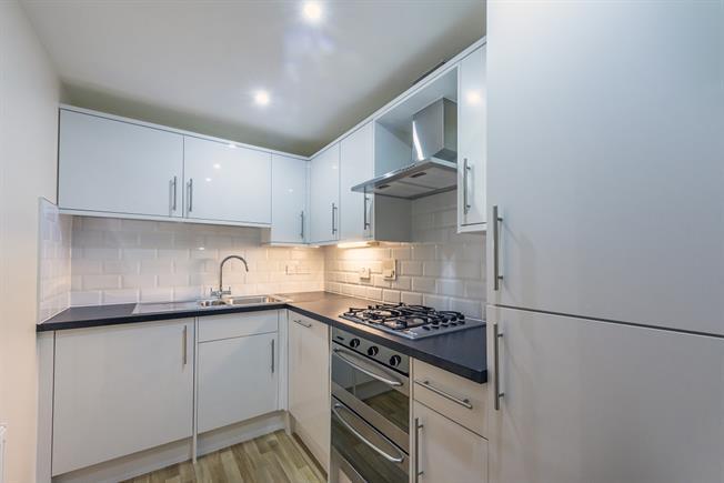 £1,300 per Calendar Month, 2 Bedroom Flat To Rent in Rickmansworth, WD3