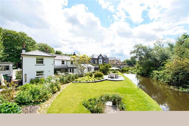 £2,750 per Calendar Month, 3 Bedroom Detached House To Rent in Harefield, UB9
