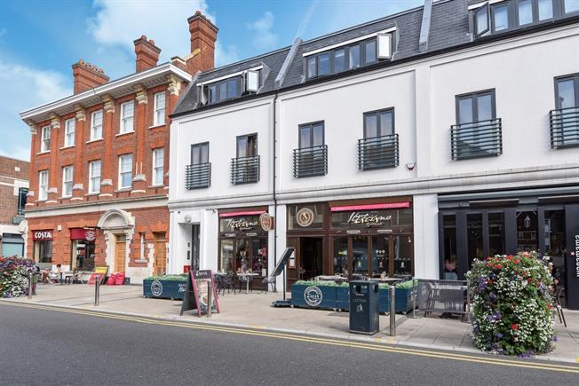 £1,250 per Calendar Month, 2 Bedroom Flat To Rent in Watford, WD18