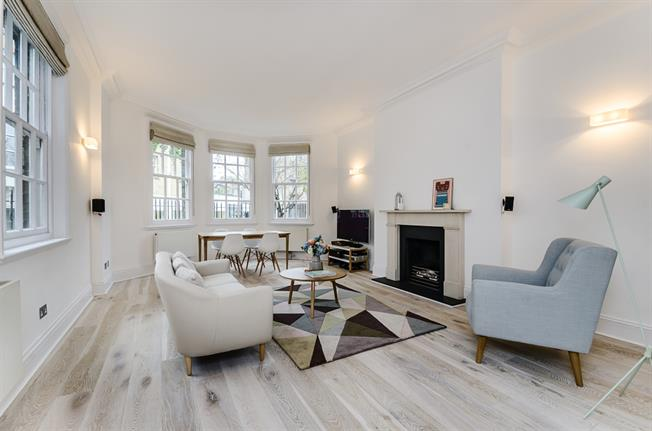 £2,795  per Calendar Month (Calculated), 1 Bedroom House To Rent in London, SW3