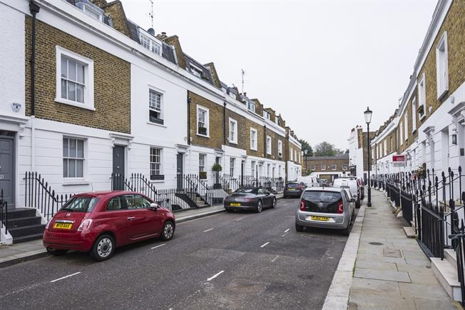 £5,611  per Calendar Month (Calculated), 3 Bedroom House To Rent in London, SW3