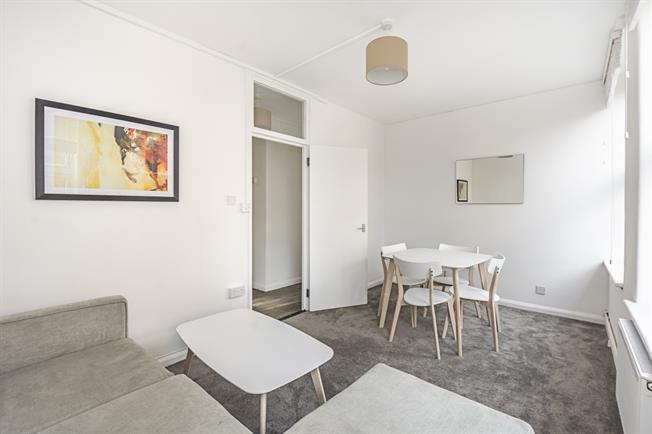 £2,200 per Calendar Month, 2 Bedroom Apartment To Rent in London, SW3